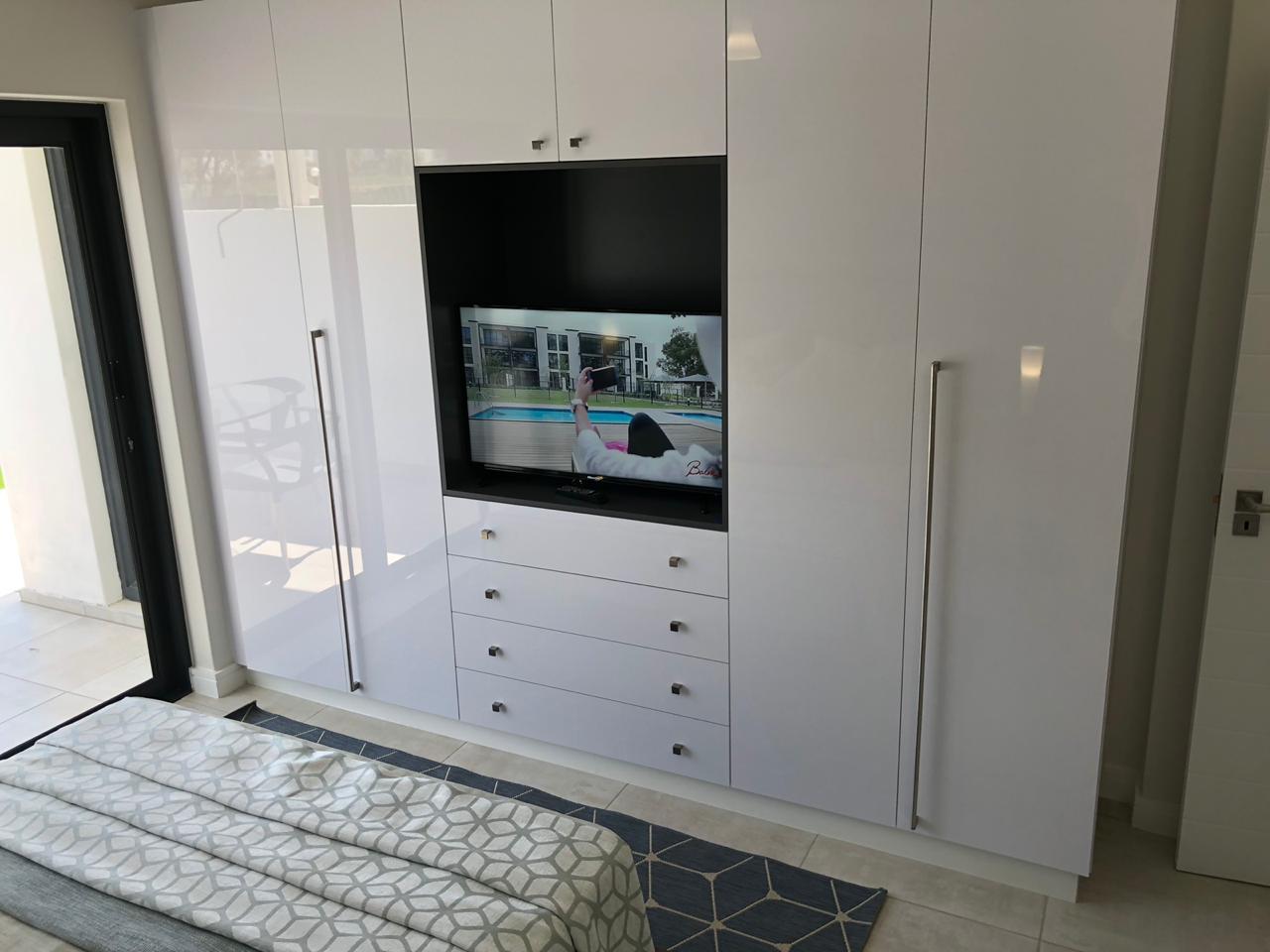 BEDROOM BIC TV PAARD